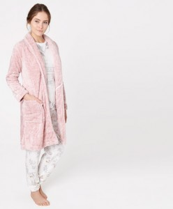 Robe polar - Oysho: 19,99€