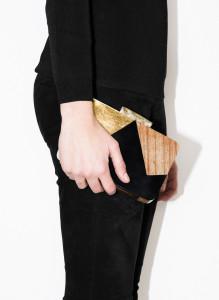 Clutch madeira geométrica - Uterqüe: 75,00€ (99,00€)