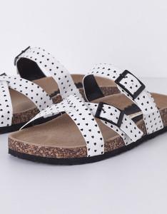 Sandália em cortiça com tiras aos corações - Blanco: 12,99€