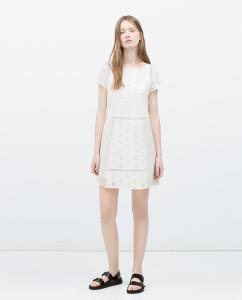 Vestido branco guipura - Zara: 39,95€