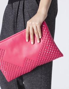 Bolsa tipo envelope com tachas esmaltadas - Blanco: 12,99€ (17,99€)